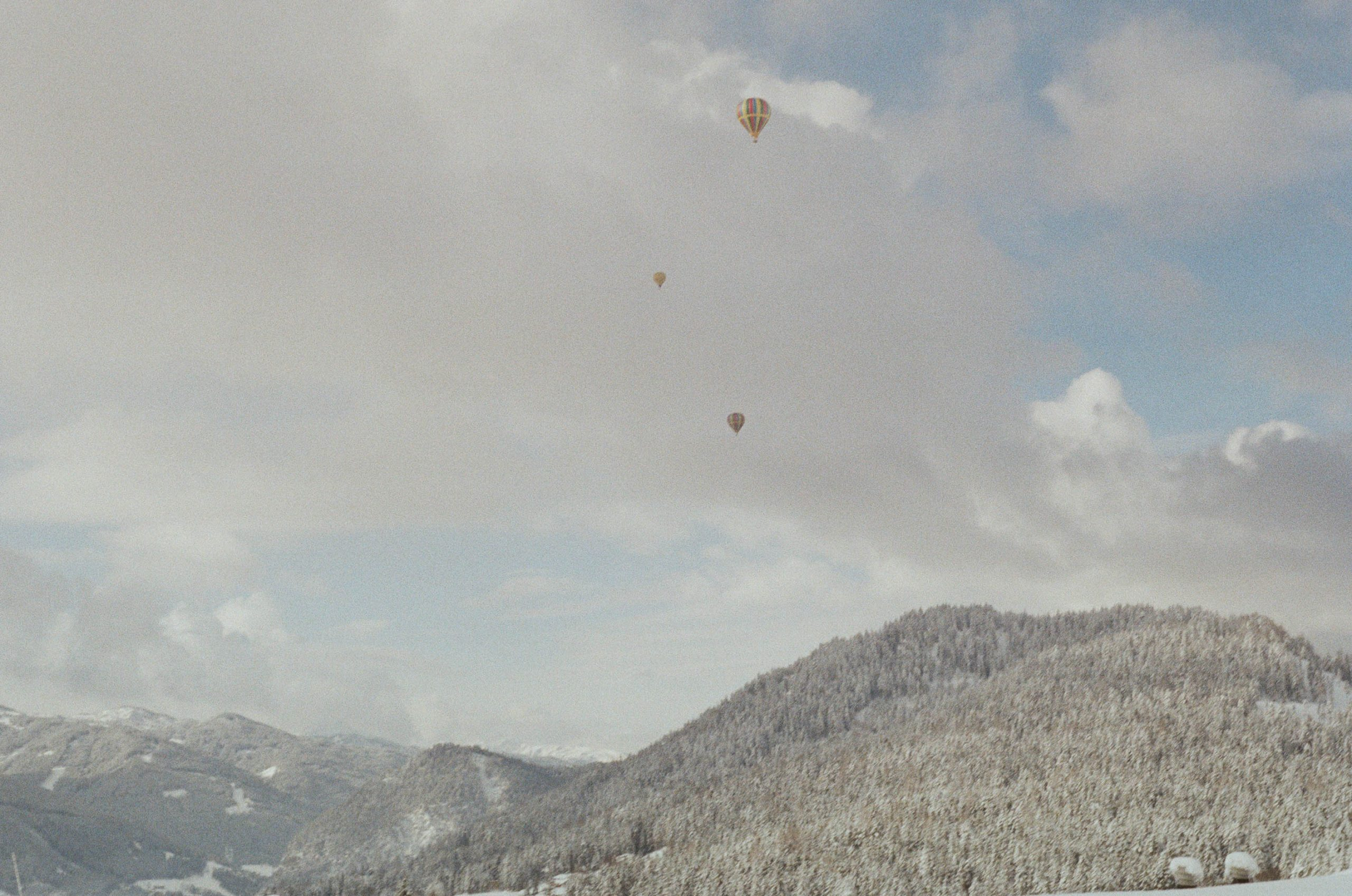 With baloons through winter